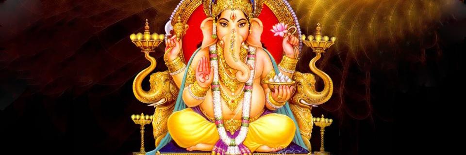 Zijn ene slagtand duidt op de noodzaak voor de mens om het ego van ...: shrisswf.org/columns/over-hindoeisme/ganesha-chaturthi
